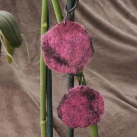 Boucles d'oreille Fleur de laine – Rose noire – GM – Niobium