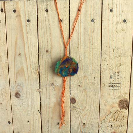 Collier sautoir Fleur de laine nuance Brésilienne