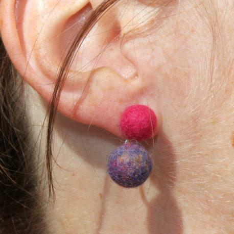 Clous teinte Roses et Ear-jackets nuance Indienne Perles de laine Yoelys