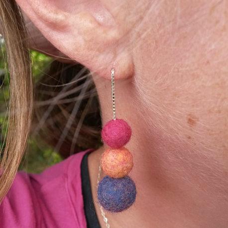 Photo Chainettes d'oreille Perles de laine nuance Indienne 3 perles Yoelys